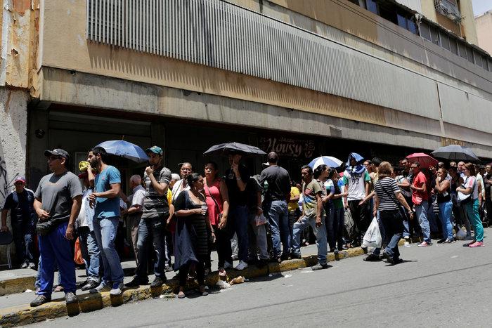 Εικόνες χάους με επεισόδια και λεηλασίες στη Βενεζουέλα - εικόνα 7