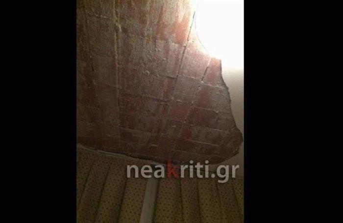 Το ταβάνι έπεσε στο κεφάλι μαθητών σε σχολική εκδρομή! - εικόνα 3