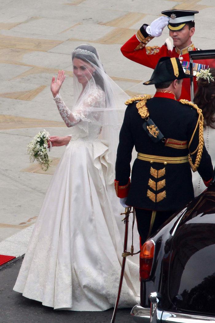 Σαν σήμερα 5 χρόνια πριν: Ο παραμυθένιος βασιλικός γάμος Γουίλιαμ - Κέιτ - εικόνα 2
