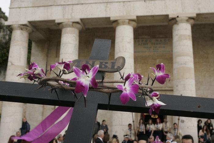 Το μέγα πένθος στην πομπή των 33 επιταφίων της Κέρκυρας - εικόνα 2