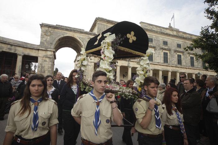 Το μέγα πένθος στην πομπή των 33 επιταφίων της Κέρκυρας - εικόνα 4