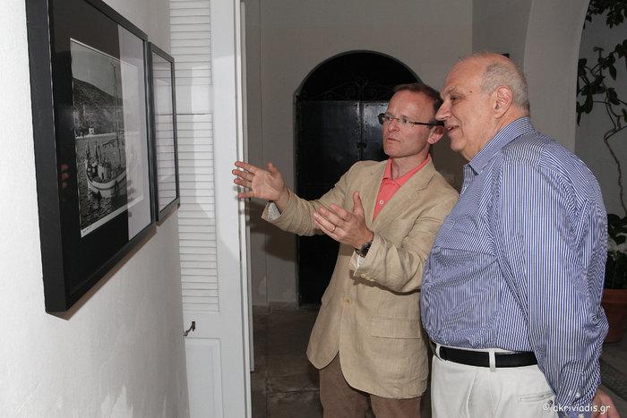 Ο Πρέσβης της Βρετανίας στην Ελλάδα, John Kittmer με τον President του Κολλεγίου Αθηνών, καθηγητή Σπύρο Πολλάλη.
