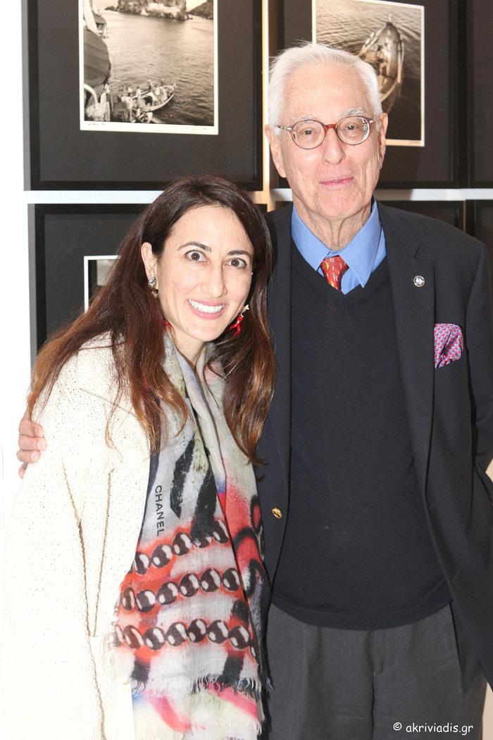 Ο φωτογράφος Robert ΜcCabe με την κόρη του, Ann McCabe.