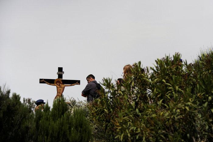 Η μοναδική στιγμή της αποκαθήλωσης στην Μονή Πεντέλης:δείτε φωτό