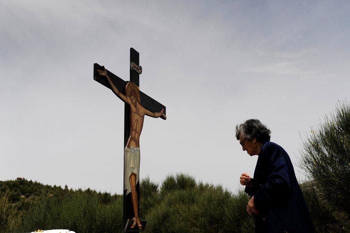 Η μοναδική στιγμή της αποκαθήλωσης στην Μονή Πεντέλης:δείτε φωτό - εικόνα 3