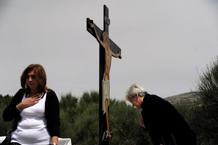Η μοναδική στιγμή της αποκαθήλωσης στην Μονή Πεντέλης:δείτε φωτό - εικόνα 5