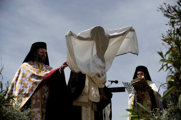 Η μοναδική στιγμή της αποκαθήλωσης στην Μονή Πεντέλης:δείτε φωτό - εικόνα 7