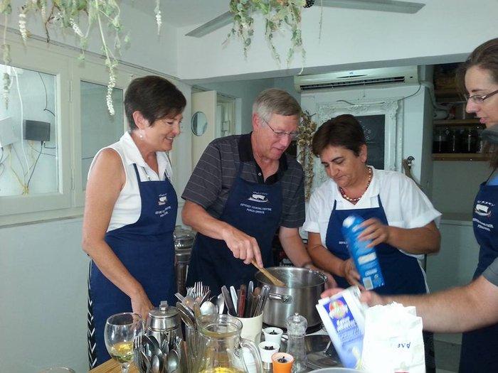 Η μαγείρισσα από τον Πόρο που μας συστήνει η Telegraph - εικόνα 2