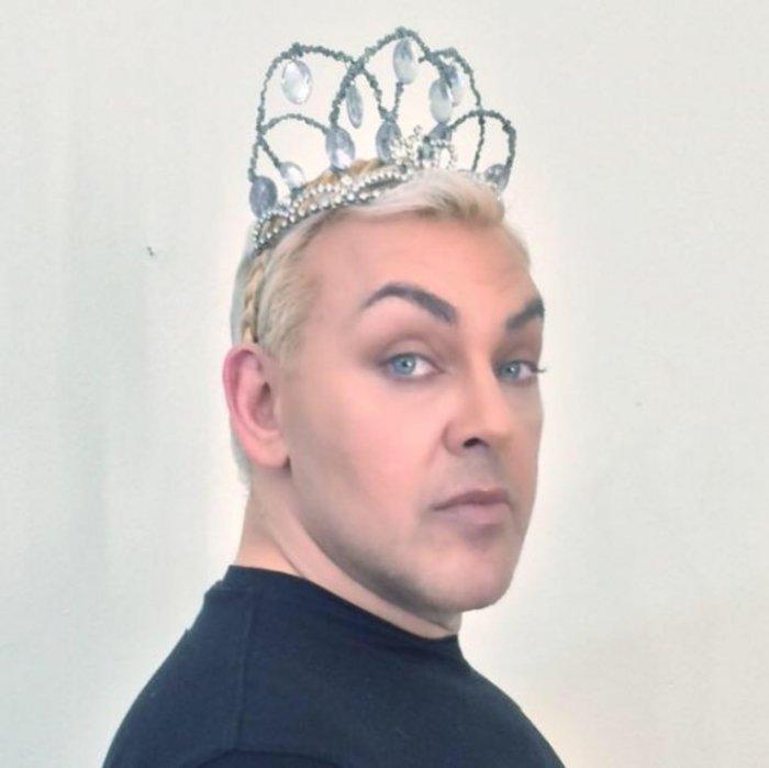 Σοκ: Νεκρός ο γνωστός make up artist Γιάννης Αγγελάκης - εικόνα 2