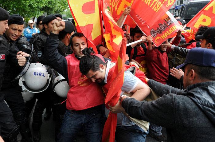 Ταραχές με νεκρό στην Ταξίμ για την απαγορευμένη...Πρωτομαγιά - εικόνα 4