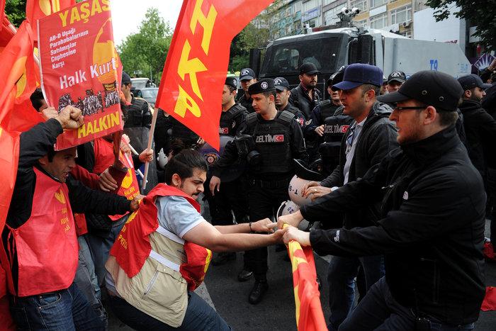 Ταραχές με νεκρό στην Ταξίμ για την απαγορευμένη...Πρωτομαγιά - εικόνα 5