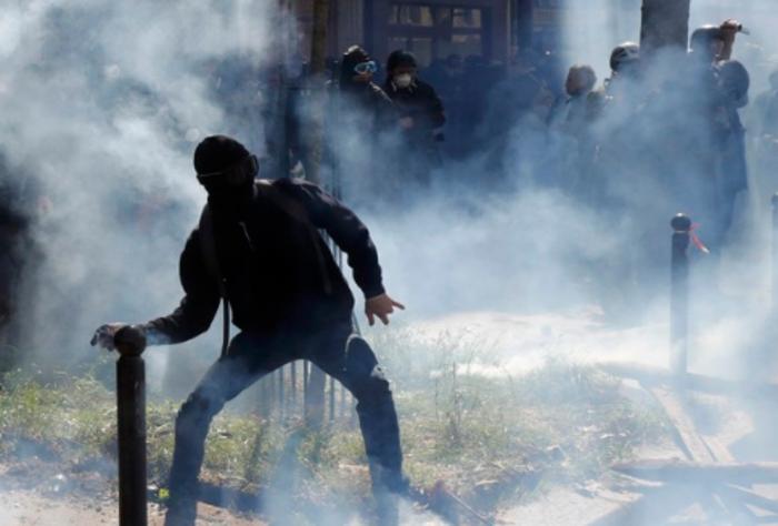 Ματωμένη Πρωτομαγιά στην Τουρκία, ένταση στο Παρίσι - εικόνα 3