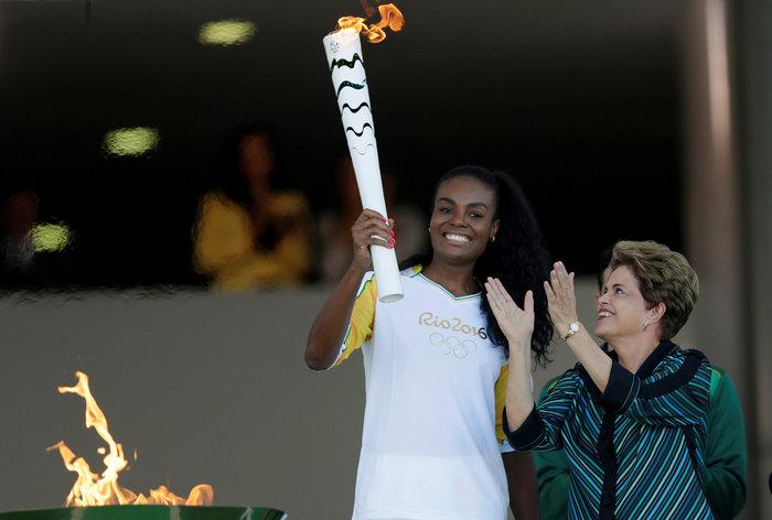 Στη Βραζιλία έφτασε η Ολυμπιακή φλόγα από τη Γενεύη - εικόνα 3