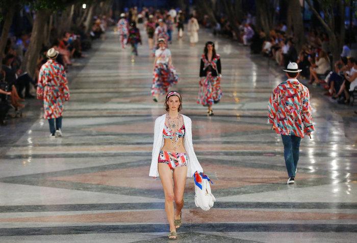 Η Ζιζέλ στα catwalk της Αβάνας. Iστορική επίδειξη της Chanel - εικόνα 7