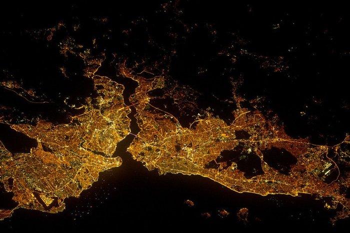 Η Κωνσταντινούπολη τη νύχτα