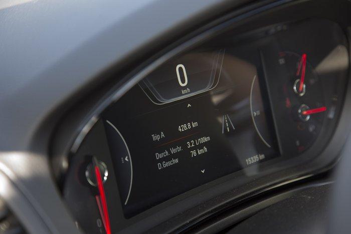 Πόση αυτονομία πιστεύεις ότι έχει το Opel Insignia;