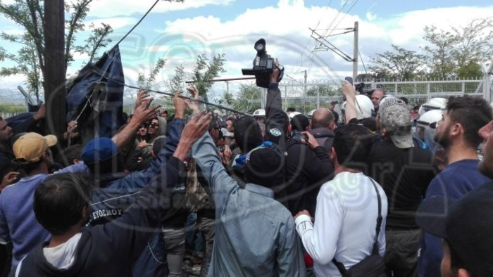 Νέα ένταση στην Ειδομένη στις γραμμές του ΟΣΕ και στον φράκτη με τα Σκόπια
