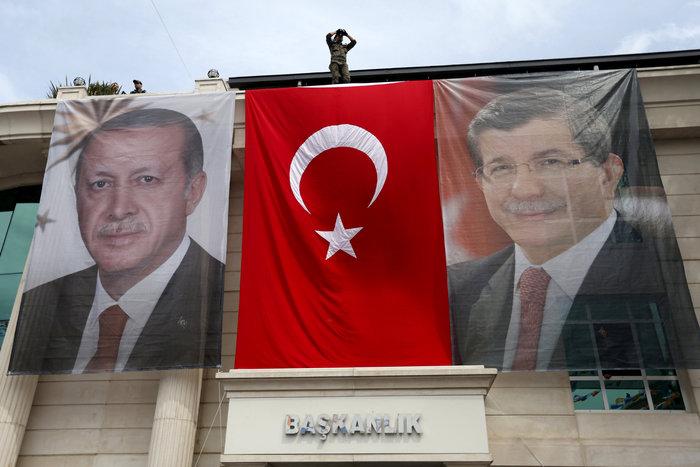 Αφίσες του τούρκου προέδρου και του τούρκου πρωθυπουργού