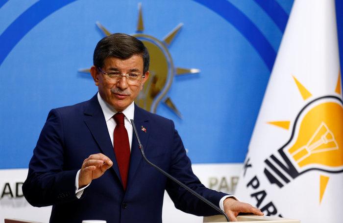 Ο Αχμέτ Νταβούτογλου κατά τη διάρκεια της συνέντευξης Τύπου στην οποία ανακοίνωσε ότι δεν θα διεκδικήσει εκ νέου την ηγεσία του AKP