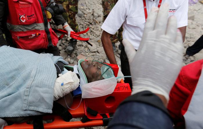 Θαύμα στην Κένυα: Βρήκαν γυναίκα ζωντανή 6 μέρες μετά την πτώση κτιρίου
