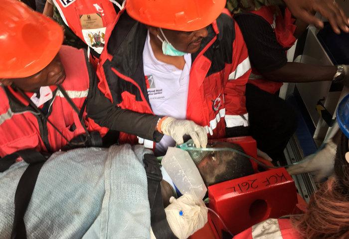 Θαύμα στην Κένυα: Βρήκαν γυναίκα ζωντανή 6 μέρες μετά την πτώση κτιρίου - εικόνα 3