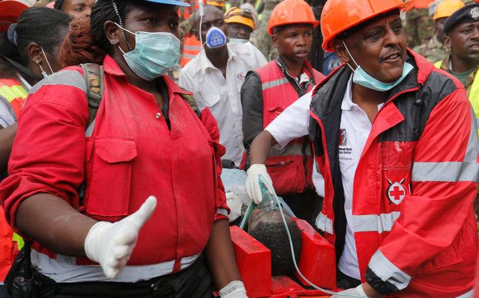 Θαύμα στην Κένυα: Βρήκαν γυναίκα ζωντανή 6 μέρες μετά την πτώση κτιρίου - εικόνα 4