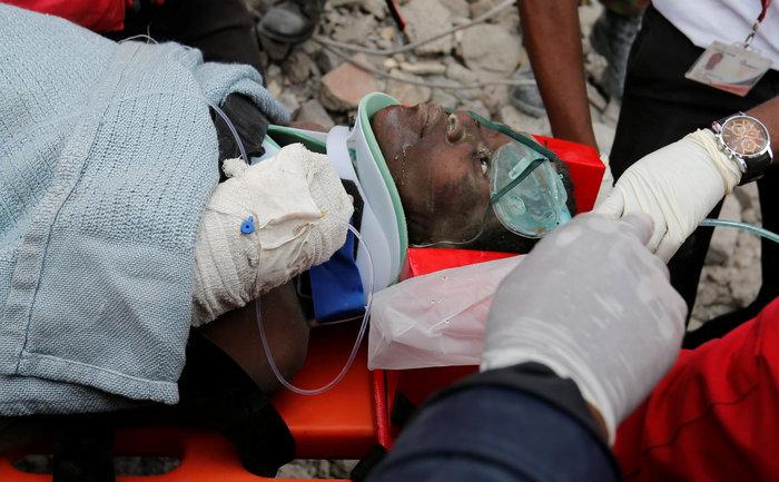 Θαύμα στην Κένυα: Βρήκαν γυναίκα ζωντανή 6 μέρες μετά την πτώση κτιρίου - εικόνα 5