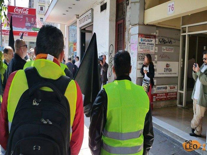 Διαμαρτυρία αστυνομικών έξω από τα γραφεία του ΣΥΡΙΖΑ στη Θεσσαλονίκη