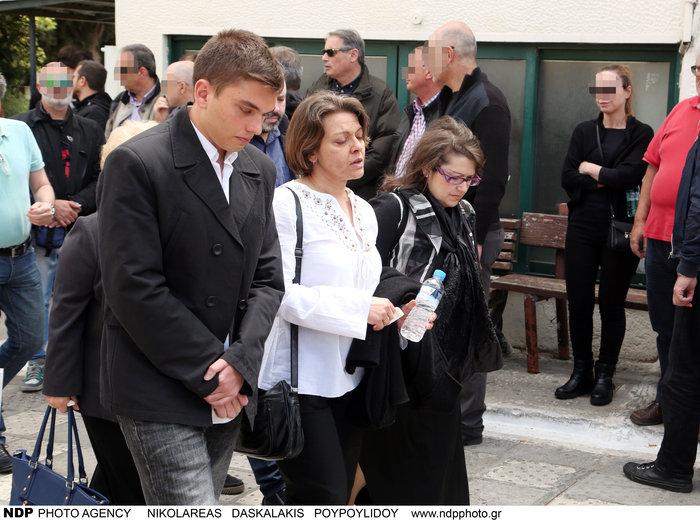 Θρήνος και οδύνη στην κηδεία του Γιάννη Αγγελάκη - εικόνα 7