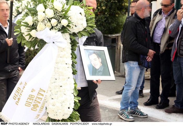 Θρήνος και οδύνη στην κηδεία του Γιάννη Αγγελάκη