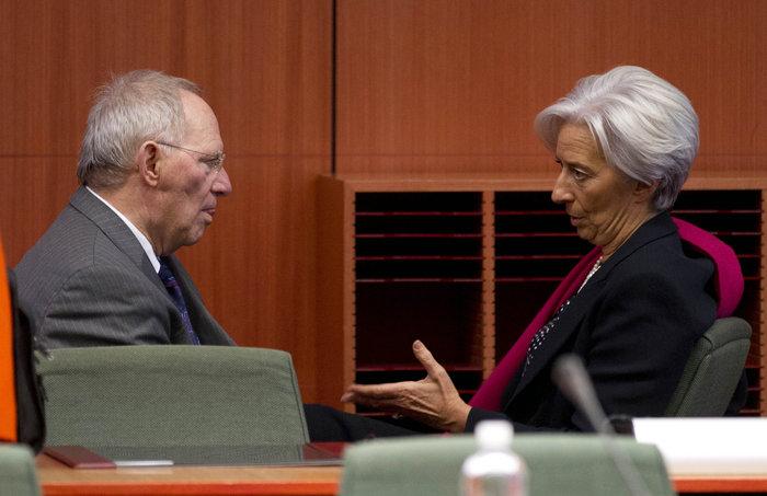 Σοίμπλε- Λαγκάρντ: Ποιος θα πείσει ποιον για το ελληνικό χρέος