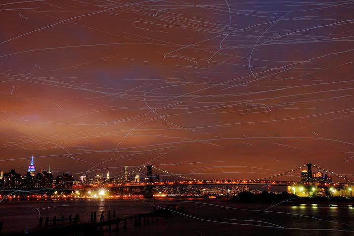 Ο ουρανός του Μπρούκλιν φωτίστηκε από... περιστέρια
