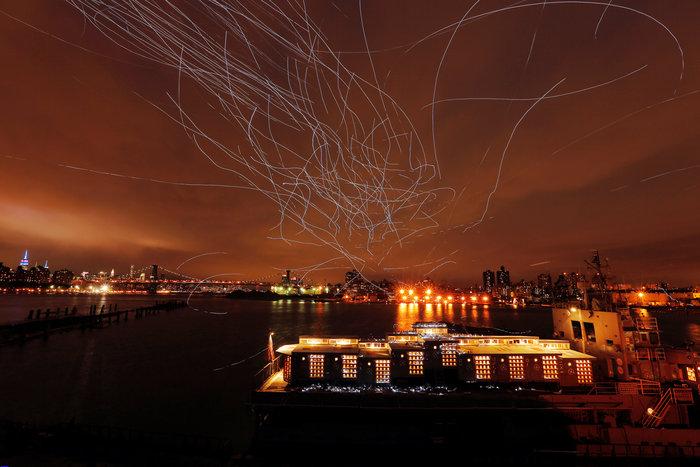 Ο ουρανός του Μπρούκλιν φωτίστηκε από... περιστέρια - εικόνα 3