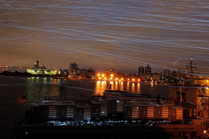 Ο ουρανός του Μπρούκλιν φωτίστηκε από... περιστέρια - εικόνα 4