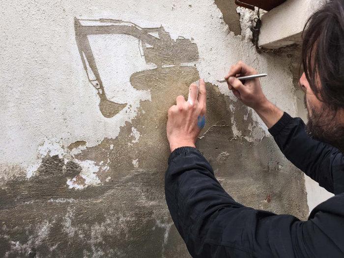 Οι τοίχοι ενός στρατοπέδου γίνονται έργο τέχνης φωτό