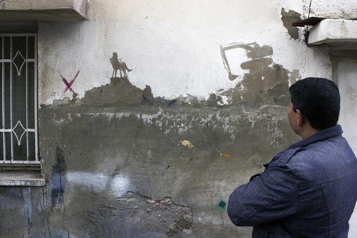 Οι τοίχοι ενός στρατοπέδου γίνονται έργο τέχνης φωτό - εικόνα 2