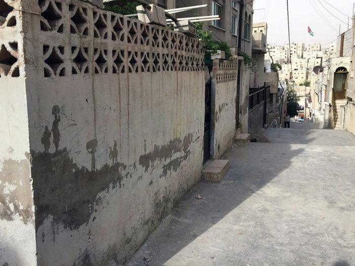 Οι τοίχοι ενός στρατοπέδου γίνονται έργο τέχνης φωτό - εικόνα 7