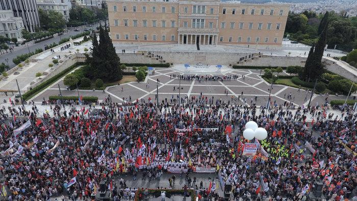 Τεράστιο συλλαλητήριο αυτή την ώρα έξω από τη Βουλή - εικόνα 3