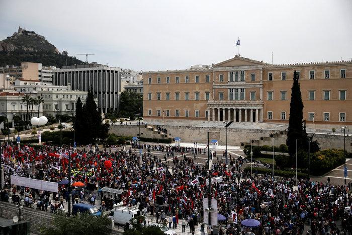 Τεράστιο συλλαλητήριο αυτή την ώρα έξω από τη Βουλή - εικόνα 8