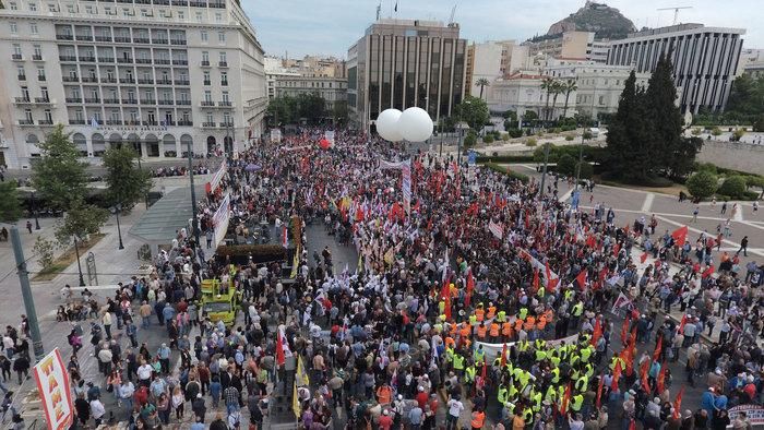 Τεράστιο συλλαλητήριο αυτή την ώρα έξω από τη Βουλή - εικόνα 9