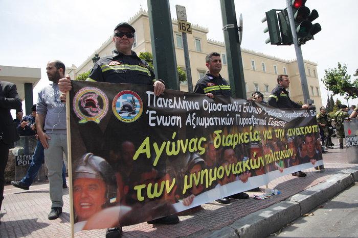 Τα ΜΑΤ απέκλεισαν τους αστυνομικούς έξω από τη Βουλή - εικόνα 2