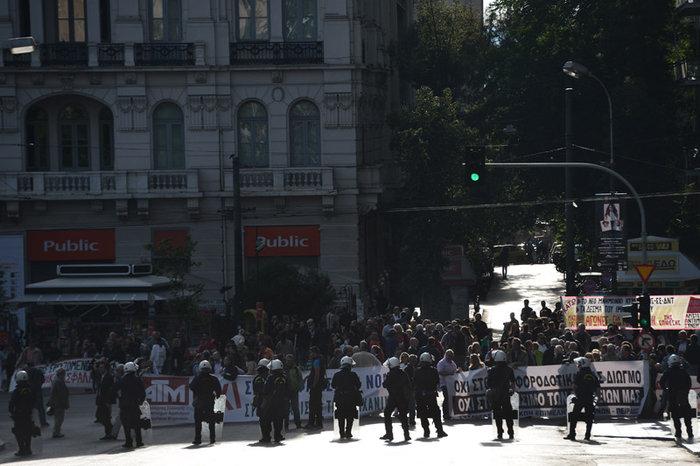 Χιλιάδες εργαζόμενοι στο αστυνομοκρατούμενο κέντρο - εικόνα 10