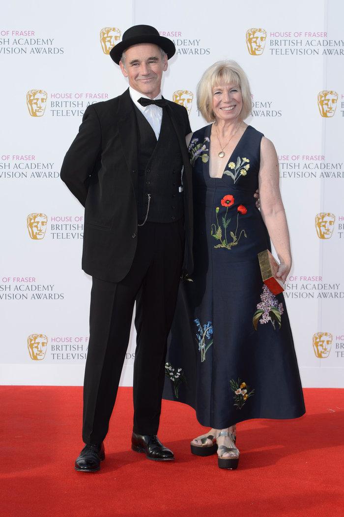 Βραβεία BAFTA TV 2016 με λάμψη στο κόκκινο χαλί - εικόνα 15