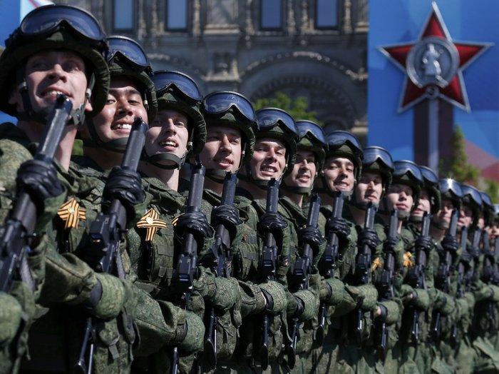 Η μεγαλειώδης παρέλαση στην Κόκκινη Πλατεία για τη νίκη επί των ναζί - εικόνα 8