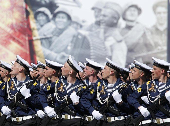 Η μεγαλειώδης παρέλαση στην Κόκκινη Πλατεία για τη νίκη επί των ναζί - εικόνα 11