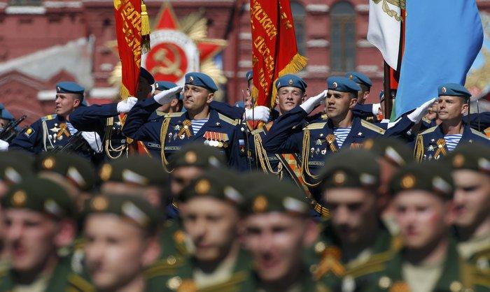 Η μεγαλειώδης παρέλαση στην Κόκκινη Πλατεία για τη νίκη επί των ναζί - εικόνα 14