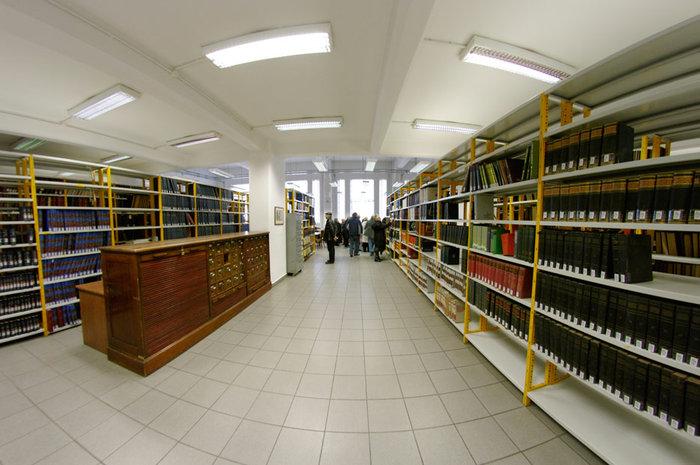 Στα άδυτα της γνώσης:16 υπέροχες βιβλιοθήκες στην Αθήνα - εικόνα 4