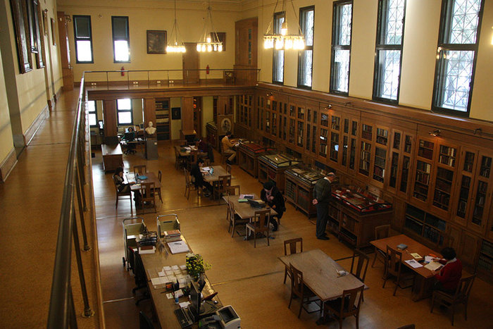 Στα άδυτα της γνώσης:16 υπέροχες βιβλιοθήκες στην Αθήνα - εικόνα 8