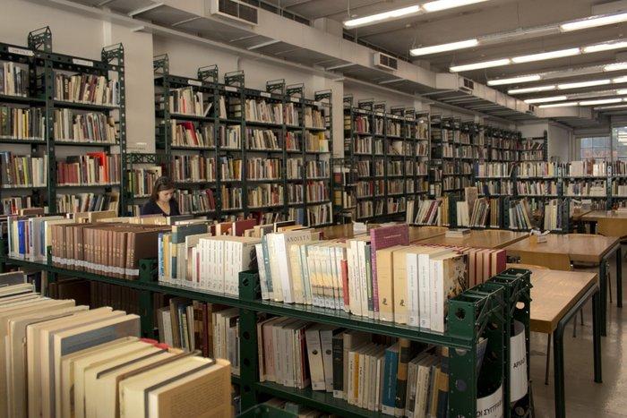 Στα άδυτα της γνώσης:16 υπέροχες βιβλιοθήκες στην Αθήνα - εικόνα 9