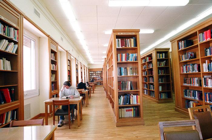 Στα άδυτα της γνώσης:16 υπέροχες βιβλιοθήκες στην Αθήνα - εικόνα 13
